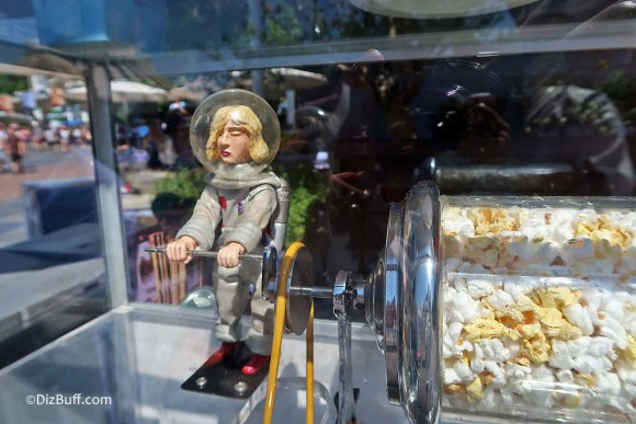 Popcorn turner Lady Astronaut Rosie roastie toastie in Tomorrowland Disneyland