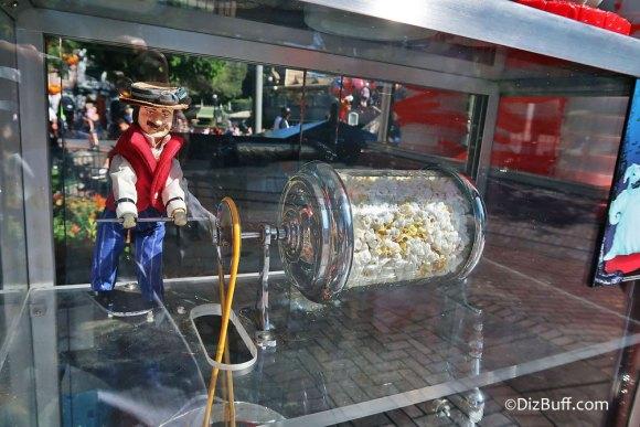 Popcorn turner Dapper Dan roastie toastie in Town Square Disneyland