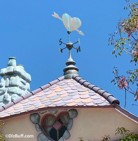 Heart shaped weather vane on roof of Minnie's House in Mickey's Toontown Disneyland