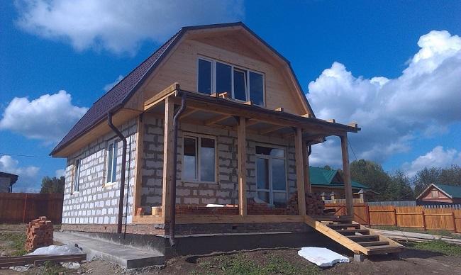 Maison de deux étages de sibit