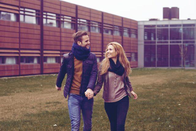 Image result for pasangan yang kaku saat bertemu