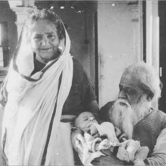 ডঃ মুহাম্মদ শহীদুল্লাহ এবং ওনার বিবি মরগুবা খাতুন এবং ওনাদের নাতনী মুনীর বশীর (১৯৬৪)