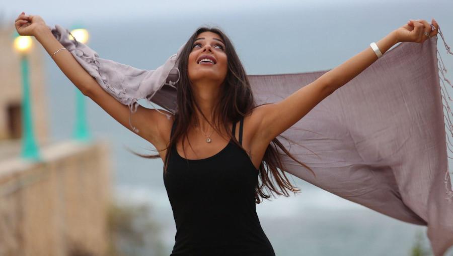 Delia Sessions, Delia Arts Foundation, Rola Azar, Rola Milad Azar, chanteuse palestinienne, Singer Cafe, Bethleem, live, Al Moya