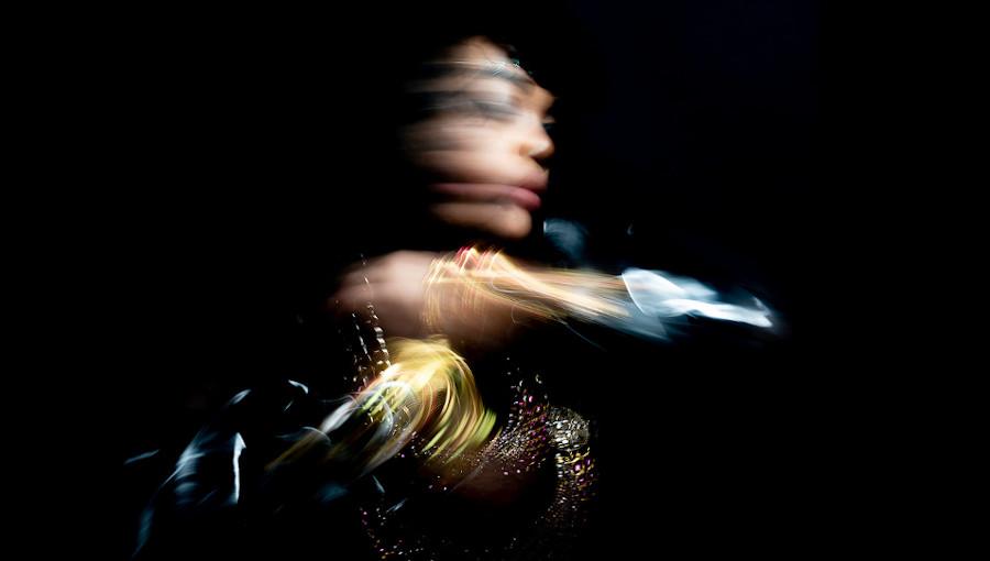 Devi Mambouka, Play At Night, Masma Dream World, performeuse gabonaise, artiste gabonaise, singapour, butoh, therapeute, experimental, theta, frequence theta, onirique