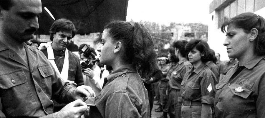 فتيات في الحرب