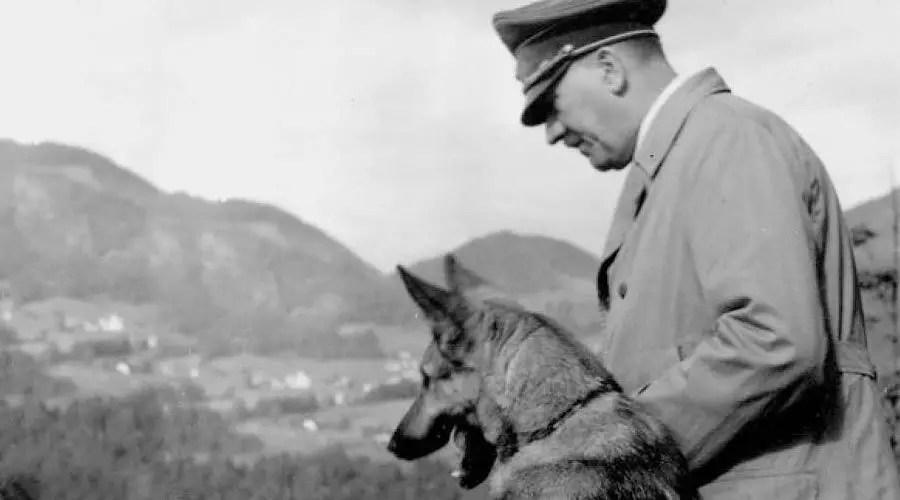 هتلر مع كلبه