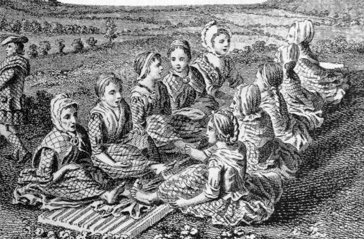 رسم يبين نساء إسكتلنديات يقمن بتليين الملابس بأرجلهن بينما يغنين.