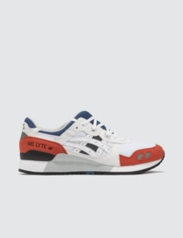 Ciri ciri sepatu sneakers