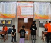 02 Pintu GOR sudah tertutup. Santri PM (Pesantren Media) peserta lomba sudah di dalam GOR.