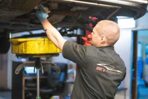 Vi kan lave serviceeftersyn på alle biler