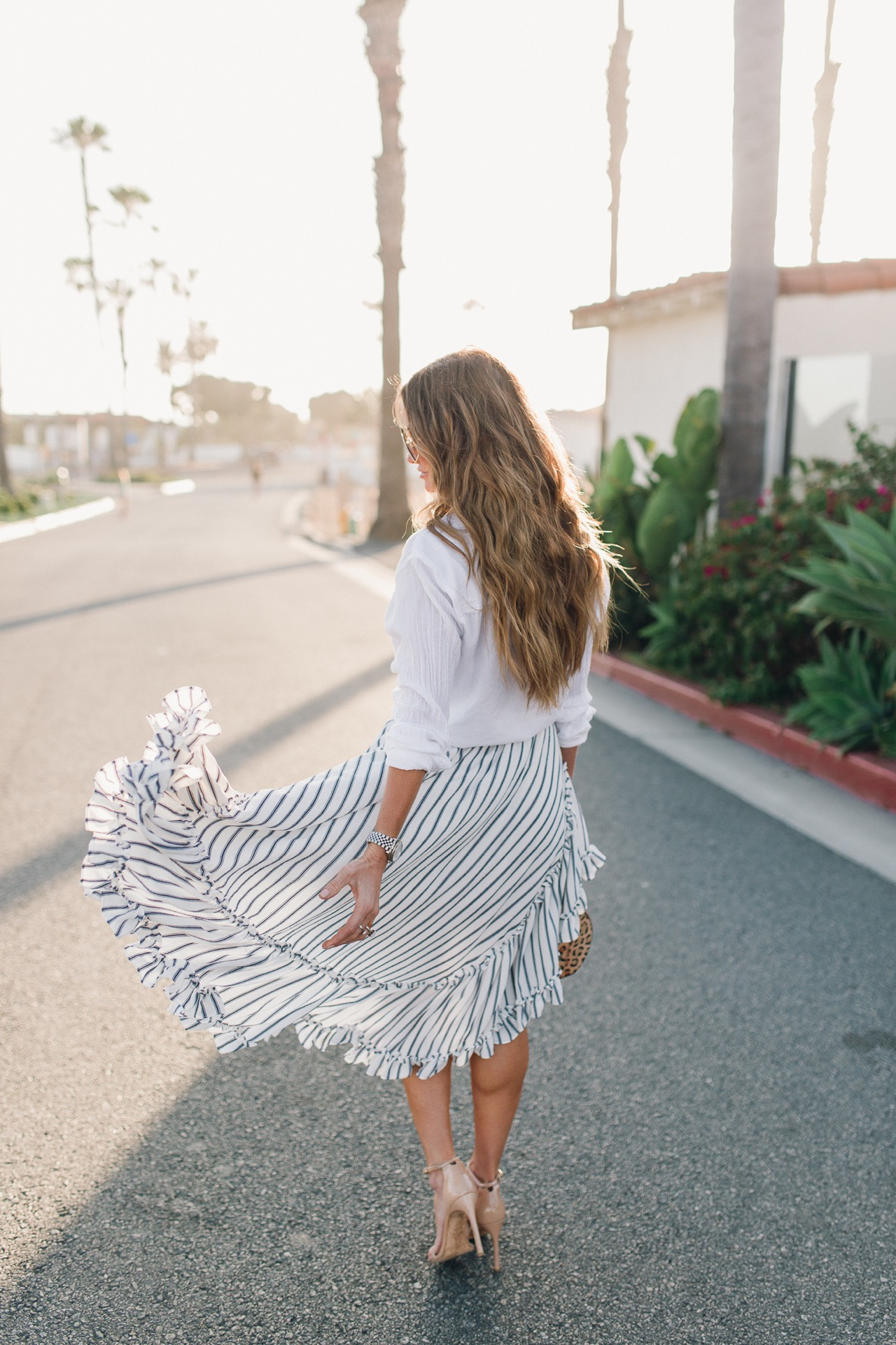 Summer Feeling with this cute Camelia Skirt by MISA Los Angeles
