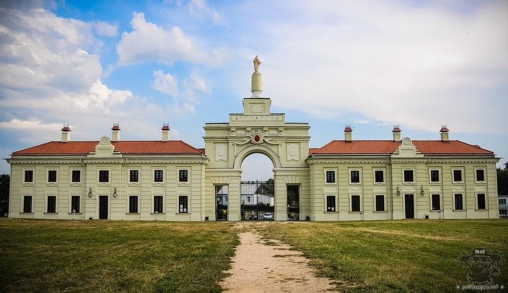 Podróż Życia, Białoruś motocyklem, Różane, pałac Sapiehów,