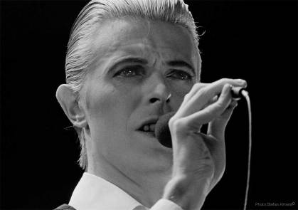 David Bowie singing Life On Mars during the 1976 Isolar tour photographed by Stefan Almers © Stefan Almers