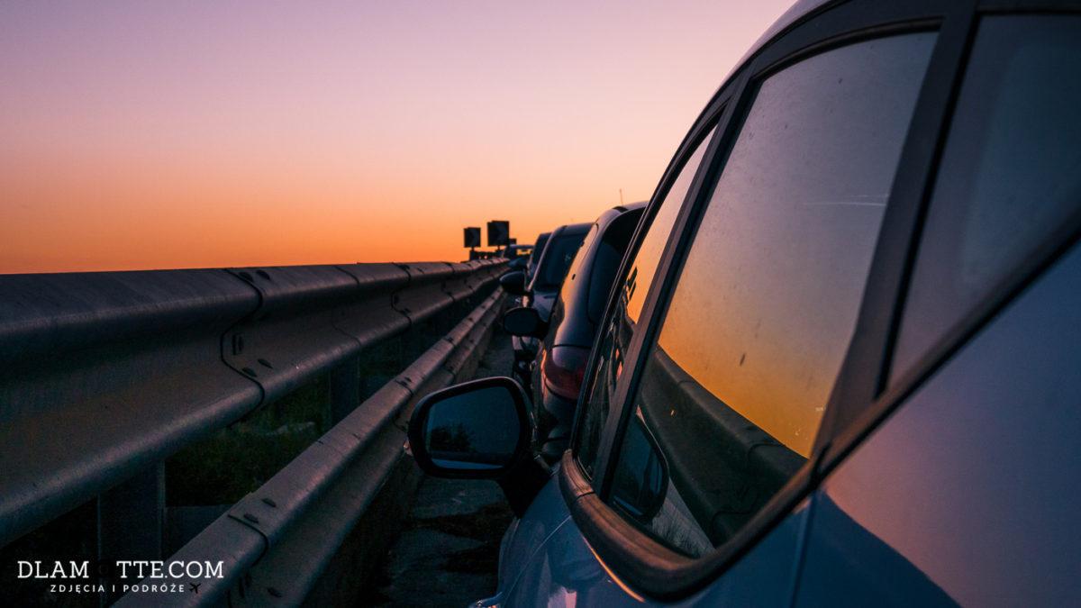 Jak tanio i bezpiecznie wynająć samochód na wakacjach?