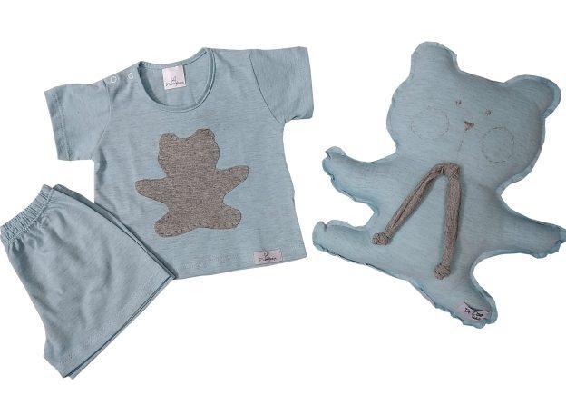 pijama bebê shorts e camiseta mescla azul e cinza com aplicação sombra em forma de urso cinza e naninha urso combinando