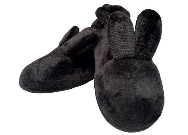 pantufa preta com orelhas de coelho e rabinho pompom