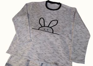 pijama mesclado preto e branco com estampa de coelho da marca d'langbajn