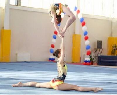 Parnaia akrobaticheskaia gimnastika