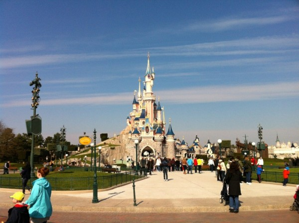 Central Plaza and Sleeping Beauty Castle (C) Nicolas71