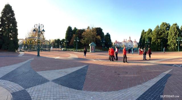 Disneyland Paris theme parks closed in the wake of Paris terrorist attacks