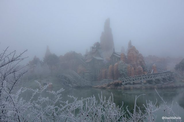Frost and fog create extraordinary New Year scenes at Disneyland Paris