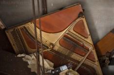 Pianino w szybie.. Piano in the shaft