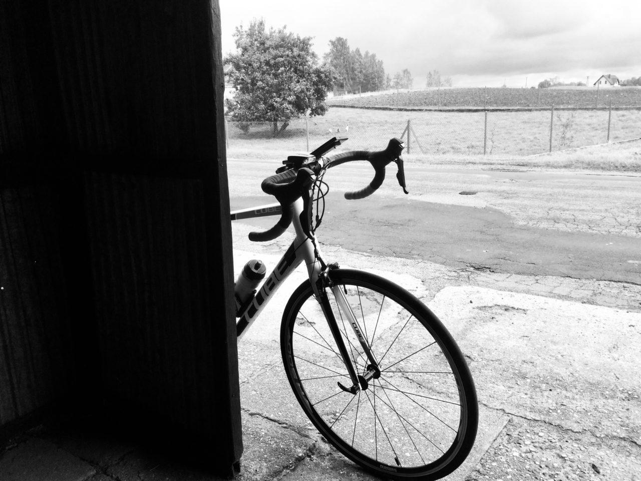 rower na przystanku podczas 150 kilometrów rowerem przez Kaszuby