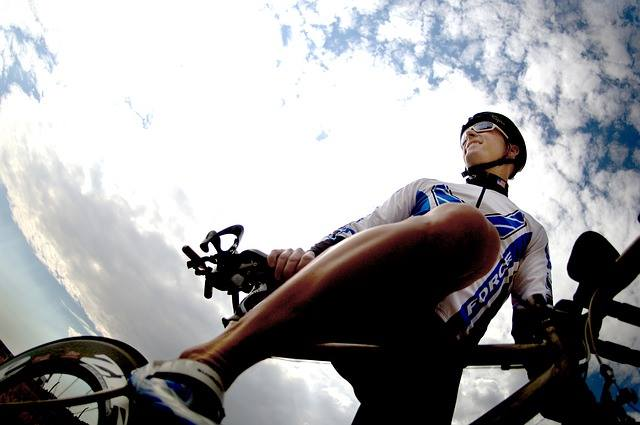 kolarz na rowerze