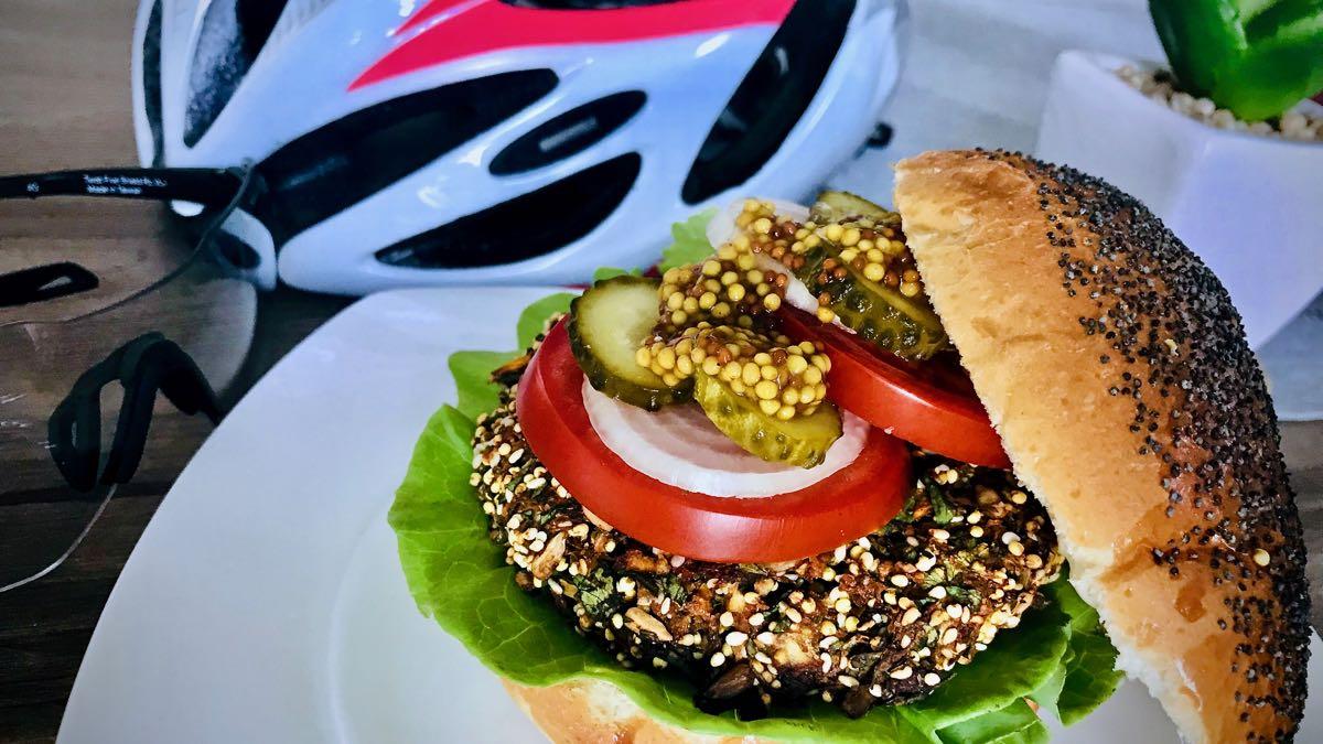 zdrowy burger dla kolarza