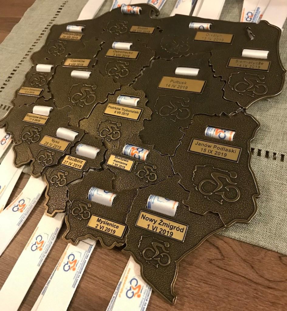 Kolekcja medali w formie mapy Polski