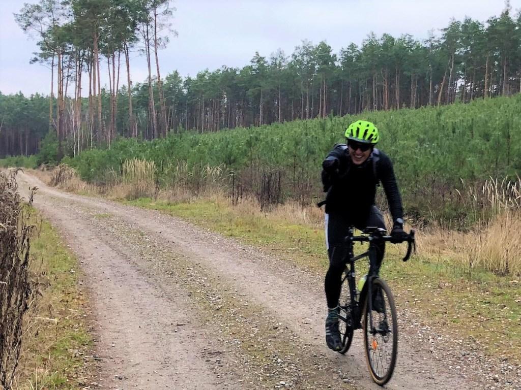 ultramaraton Mazowiecki Gravel to głównie trasy szutrowe