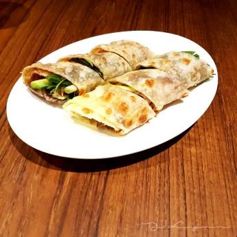 大餅捲牛肉 Fried scallion roll with beef - Credit: wannabelocal