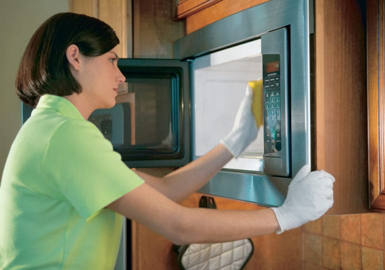 Секреты профессионалов: как очистить микроволновку?