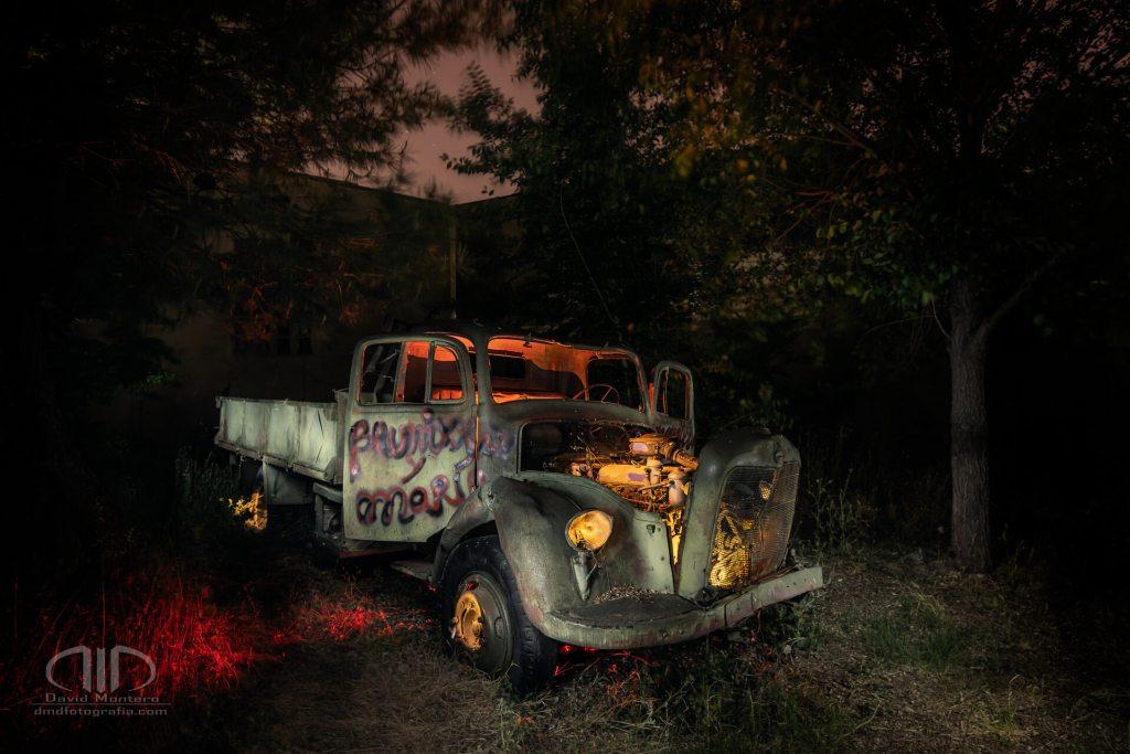 Fotografía nocturna vehículo - Camión Mercedes L312 Cuéntame