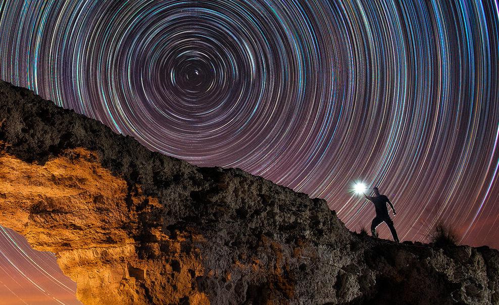 Sunset Gate – Capturando trazas de estrellas
