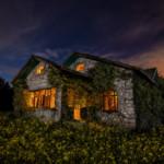 Aquellos felices años - Fotografía nocturna casa cabaña cielo nublado