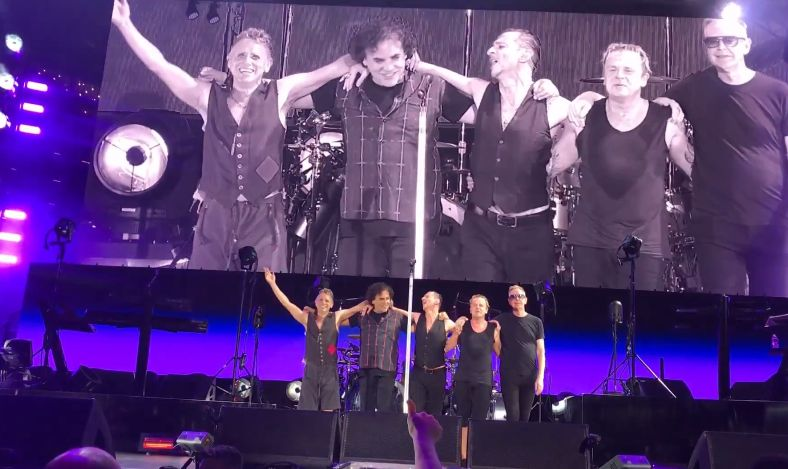 Depeche Mode Live In Ascend Amphitheater Nashville 18 Peopletogether