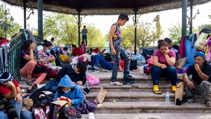 México devuelve a Centroamérica 932 inmigrantes que esperaban en la  frontera con Estados Unidos