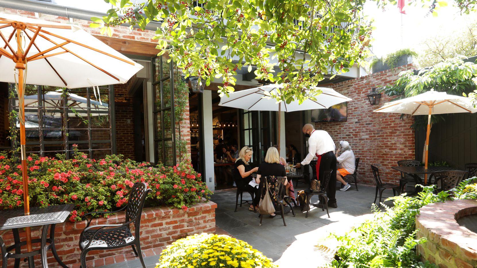 6 spacious dallas restaurant patios