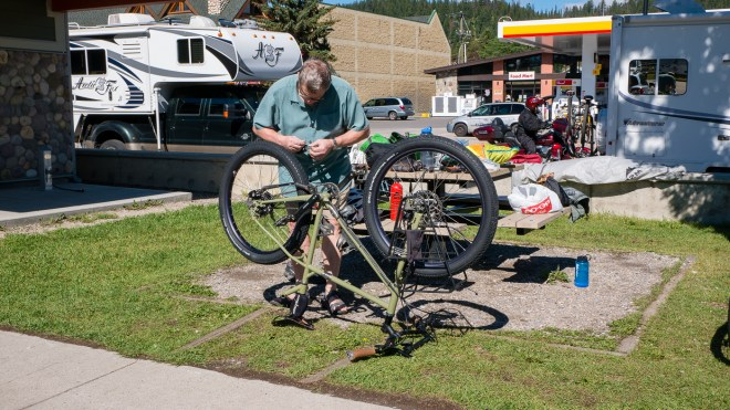 Putting the bike and trailer together
