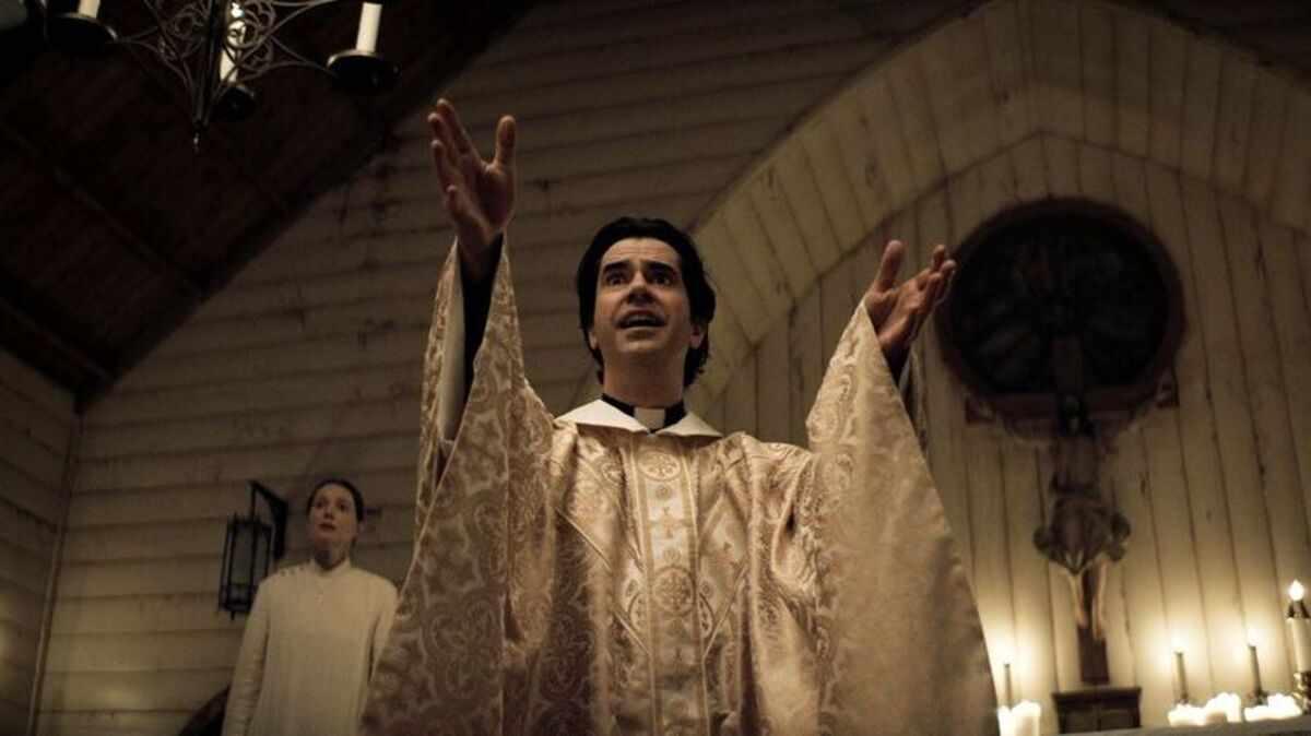 Midnight Mass Ending, Explained 2021 Netflix Series Mike Flanagan