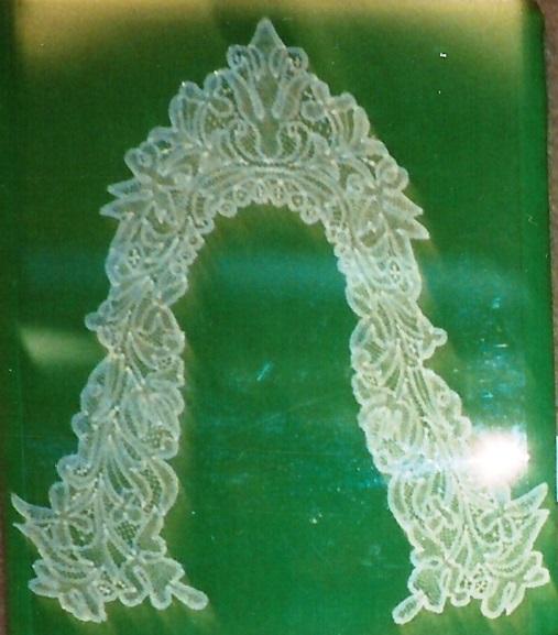 Kirsch lace collar