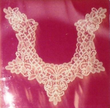 Kirsch lace collar3