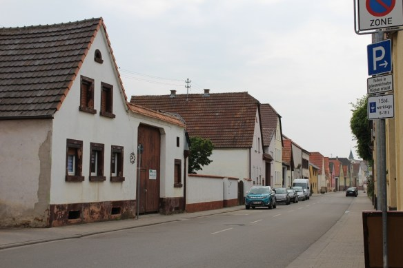 Fussgoenheim Kirsch on Hauptstrasse.jpg