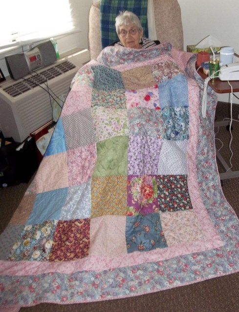 Louise-Larsen-with-quilt.jpg