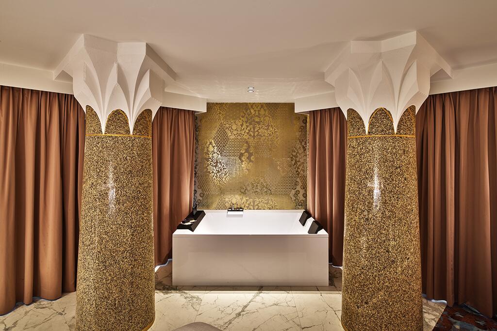 Oriental-style freestanding bath tub