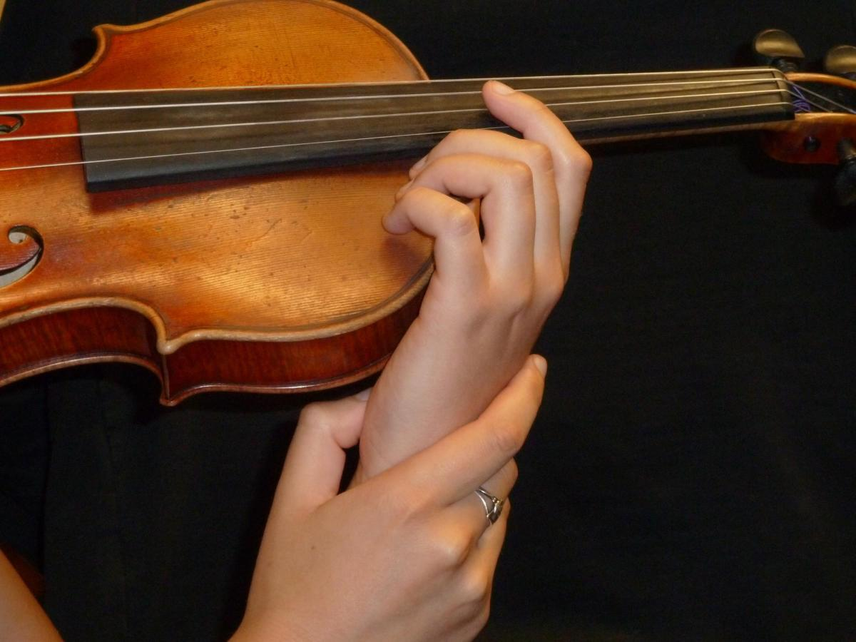 Nine steps to mastering violin vibrato | Article | The Strad