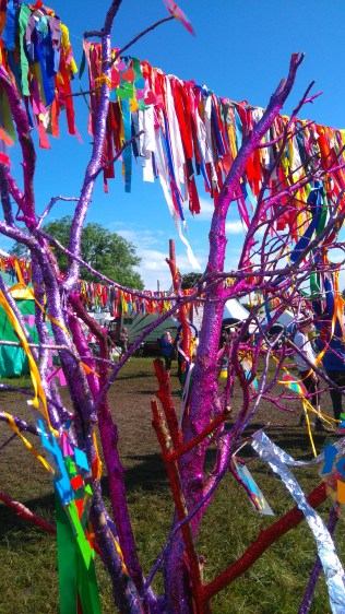 glitter-trees-glastonbury-dna-puppetry-3