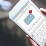 """Poste Italiane, SMS truffa chiede di """"convalidare i dati"""": come funziona"""