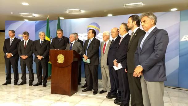 Temer diz que vai deixar de fora servidores estaduais e municipais da reforma da Previdência